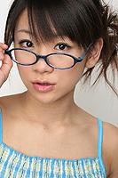 メガネをかけたグラビアアイドル 時東あみ