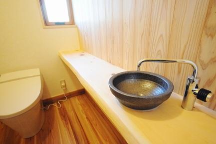 造作手洗いカウンター 木曽桧 天然木 耳付き板 信楽焼きの 手洗い鉢