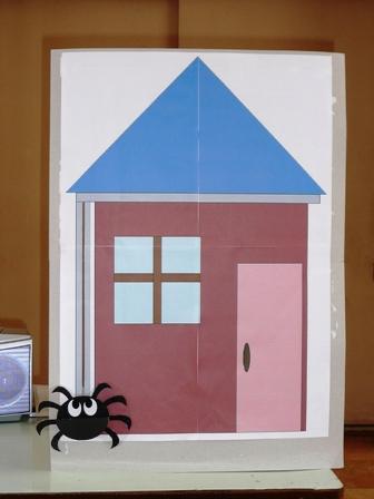 家とクモ.jpg
