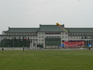 長春文化広場の凧揚げ3