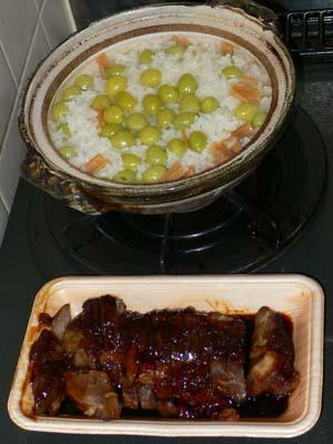 お総菜やで買ってきた煮豚と炊き込みご飯