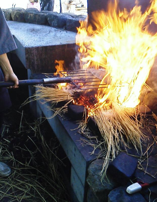 藁焼き鰹タタキ実演