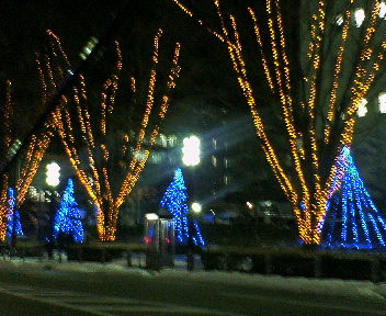 ポートラム始発駅の富山北口付近の夜景