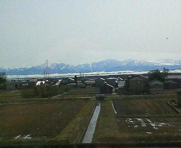 里山を隠す雲、立山連峰はくっきり見えます・・・。