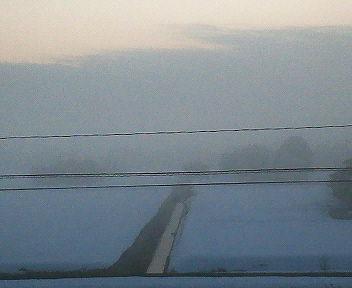 霧に覆われた夜明け
