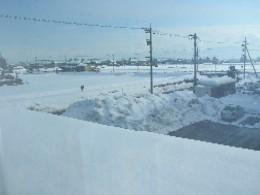 この雪の山見てください!手前の屋根には70センチは積もってます