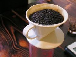 新鮮な珈琲豆はお湯をかけたときにハンバーグ状に膨らみます