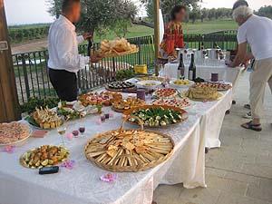 こんな感じ こんな感じで食べまくり、飲みまくり。皆さん腹ペコだったのか料理がテーブル...  イ