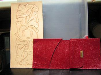 二つ折り財布製作開始 赤いのはお財布の本体