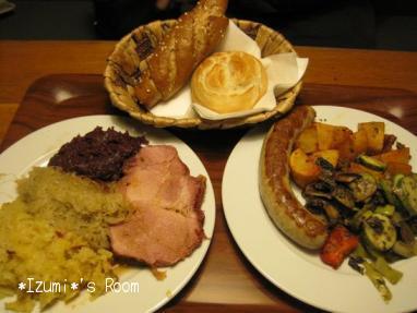 ドイツ風のお料理はボリューム ...