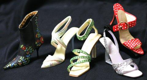 Just The Right Shoe (右足だけのミニチュアシューズ)