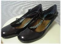 BETTY CLUBの茶色い靴。