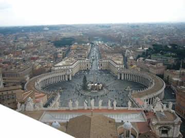 ローマ、ヴァチカン・サンピエトロ大聖堂クーポラからの眺め