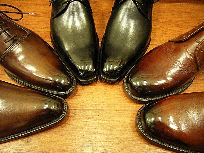 新橋の靴磨きと言えば「靴みがき本舗」ですね