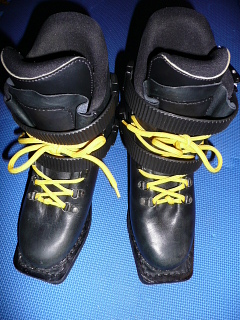 テレマークスキー皮靴の手入れ ...