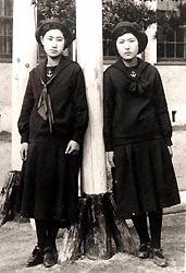 福岡女学院日本最古のセーラー服女子高生