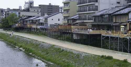 祇園近くの川床