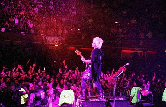 VAMPS LIVE 2010 WORLD TOUR CHI...