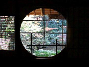 廣誠院の茶室の円窓