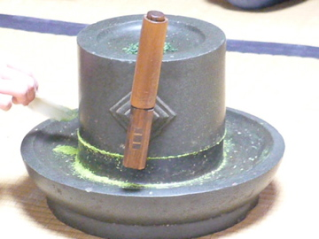 抹茶挽きの石臼