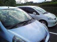 20070722石野サーキット駐車場にて、FIT2台