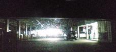 20080331の夜間の24Hガソリンスタンドから、コンビニを見た風景