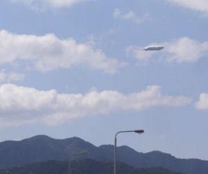 山の上に飛行船