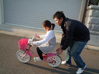 自転車の 自転車 練習用 : 自転車の補助輪を外す練習 ...