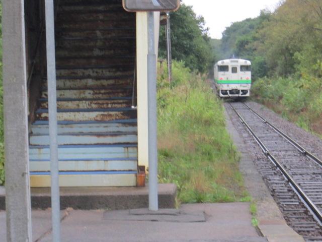 池田園駅を出る列車