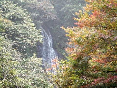 観測休憩所からの源太夫滝