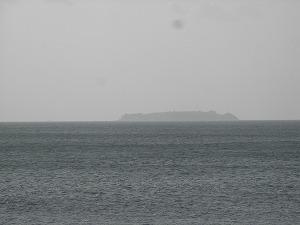 穏やかな海と初島