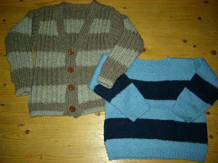 息子のセーターとカーディガン