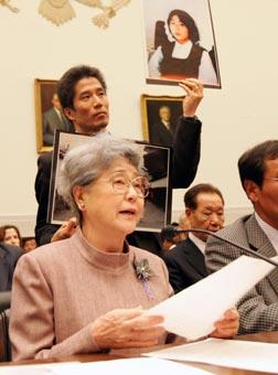 米議会下院公聴会で「抑えた怒り」横田母証言