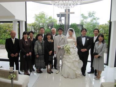 この後親族紹介でした。ご主人は北海道の室蘭の方です。 遠いところで生まれた二人が知り合うのも運命の糸なんでしょうね。 ご両親と結婚式