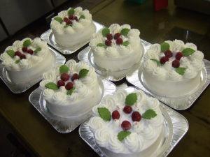 生クリームデコレーションケーキを作りました
