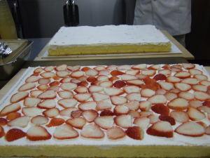 敷き詰められたイチゴ