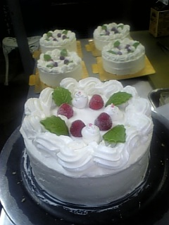 宅配で人気の誕生日ケーキ、生クリーム・デコレーション