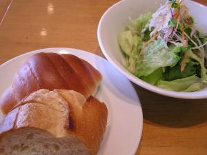 パンとサラダ.jpg