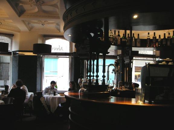 15)アボッツフォードバー2Fのレストラン