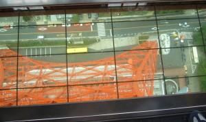 東京タワーガラス張りで地上が見える