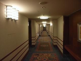 アンバサダーホテル・廊下.jpg
