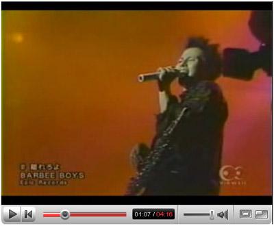 若い方だとバービーボーイズを知らない方も多いと思いますが、「福耳」に参加している杏子(きょうこ)、浜崎あゆみのバックバンドでベースを弾いているエンリケが在籍