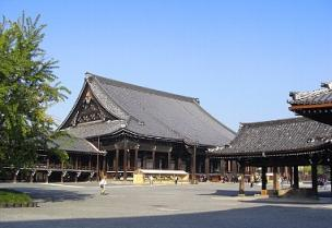 朝の西本願寺.jpg