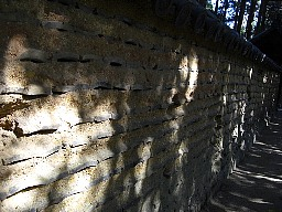 御廟への土塀.jpg
