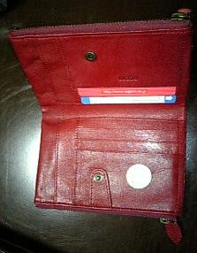 GUESSのお財布2.jpg