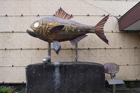 伊豆稲取駅前にある金目鯛