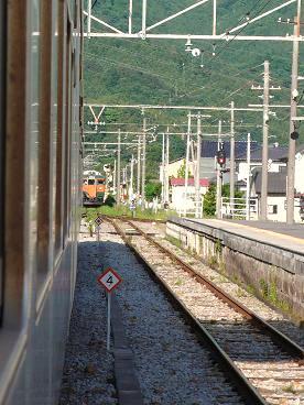 中之条駅にて列車交換待ち