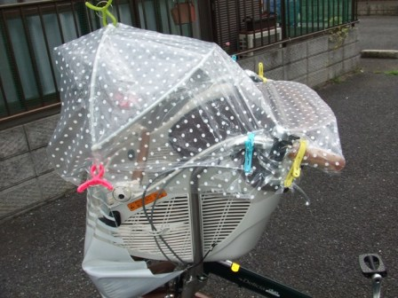 雨の日の自転車送迎 | おにゃ ...
