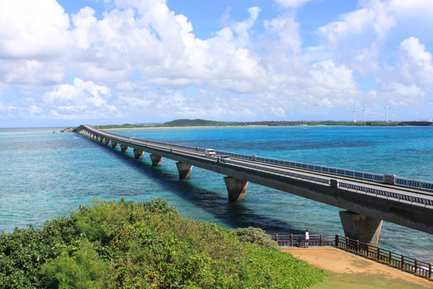 池間大橋と風力発電