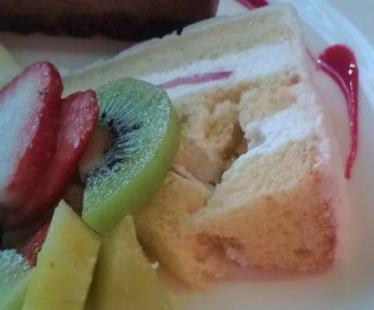 デリスカフェのいちごのクリスマスケーキ( 無添加生地と上質生クリームのケーキ)